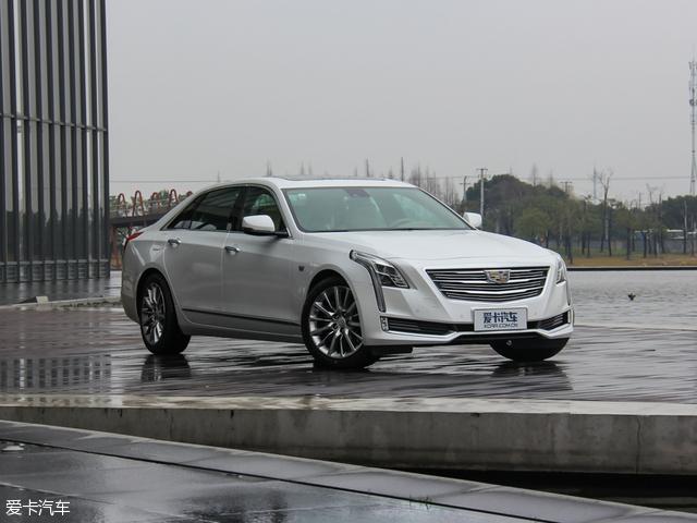 CT6的车身在设计语言上显然受到Elmiraj Coupe概念车的启发,相较于CTS、XTS车型更加修长匀称,标志性的盾形进气格栅以及辨识度极高的钻石切割设计语言,将CT6所蕴含的凯迪拉克家族特质体现得淋漓尽致。