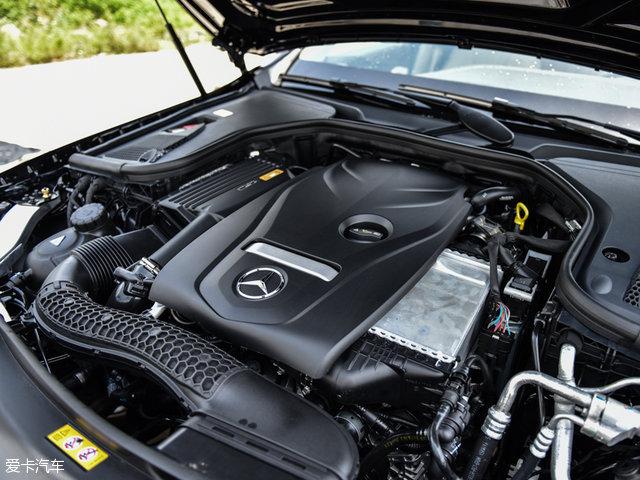 动力方面,E200L搭载的是2.0T低功率版本发动机,最大功率135kW(184Ps);E300L搭载高功率版2.0T发动机,最大功率为180kW(245Ps),传动方面匹配9速自动变速箱。
