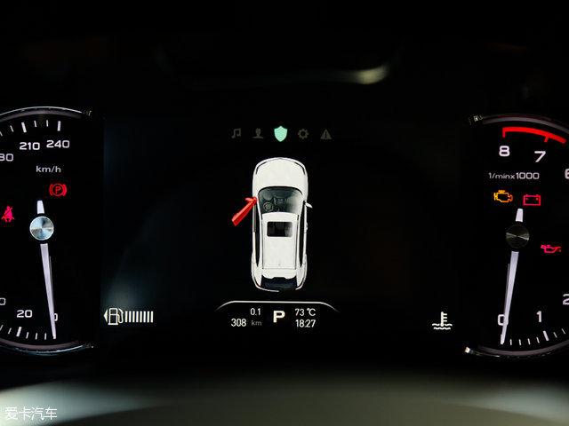 另外,该车2.0T两驱互联网智享版将会配备卤素前大灯、LED日行灯、LED尾灯、全景天窗、双区自动恒温空调、电动尾门、前排座椅加热、一键启动、自动启停、定速巡航、倒车影像等配置。而2.0T四驱互联网智尊版则会在上述车型的基础上增加矩阵式LED大灯、感应式雨刷、换挡拨片、全景影像、侧气帘、倒车雷达等多项配置。