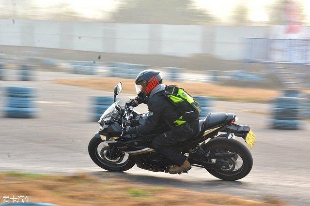 铃木gsx250r;铃木赛道体验