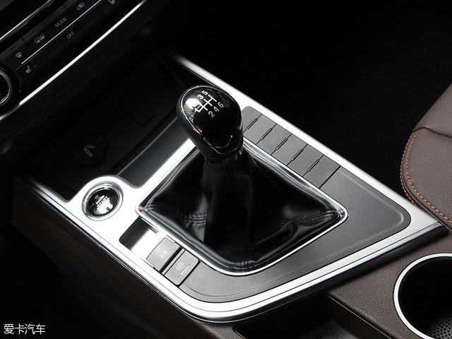 动力方面,全新景逸X5搭载一台2.0L自然吸气发动机,最大功率108kW(147Ps),峰值扭矩达到200Nm。传动方面,与之匹配6速手动变速箱。此外,全新景逸X5还提供1.6L+5MT、1.6L+CVT的动力系统组合,未来还有望推出1.5T车型以满足消费者的需求。