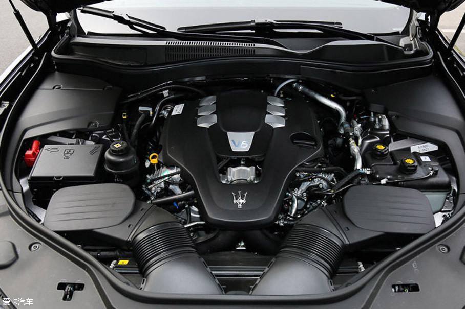 玛莎拉蒂Levante的3.0T发动机来自家族中的同门兄弟Ghibli,其最大功率257kW(350Ps),峰值扭矩500Nm。