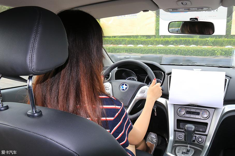 女司机;倒车影像